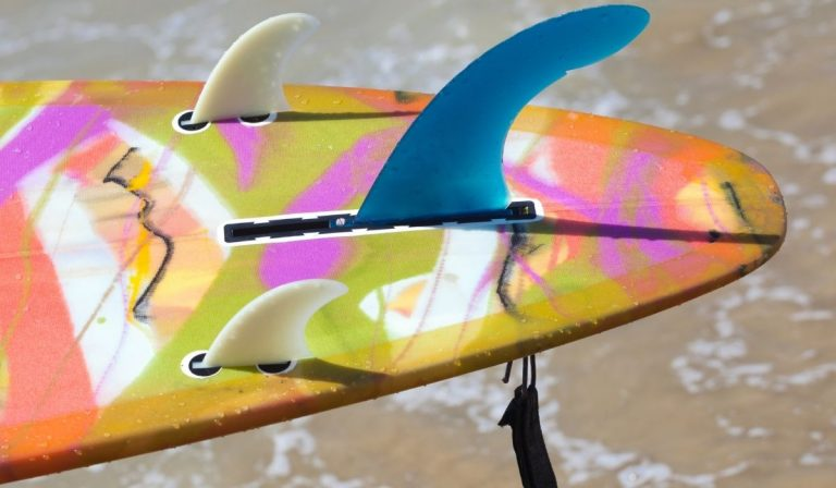 Does a Surfboard Need Fins?